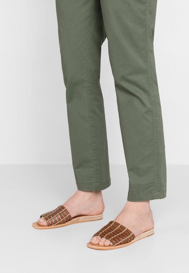 COLSEN - Mules - brown