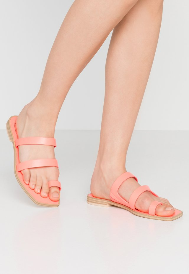 ISALA - Tongs - coral