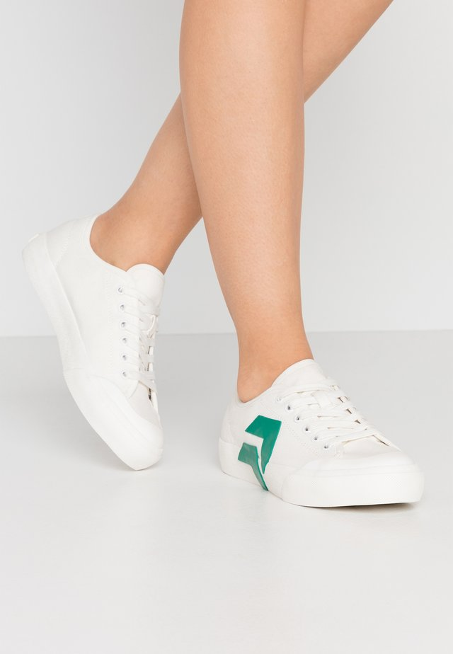 BRYTON - Trainers - white/green