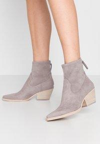 Dolce Vita - SHANTA - Cowboy/biker ankle boot - grey - 0