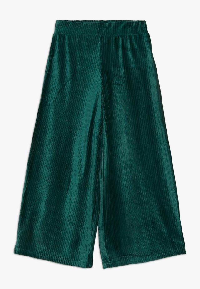 SURI - Trousers - bug green