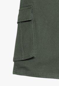 D-XEL - TREVOR - Džínové kraťasy - pine green - 3