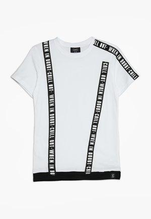 COSMO  - Camiseta estampada - white