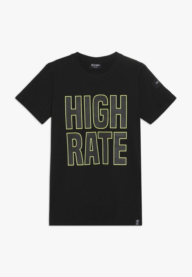 HARLOW - T-shirt z nadrukiem - black
