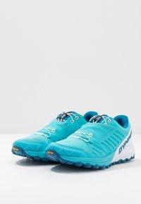 Dynafit - ALPINE PRO - Běžecké boty do terénu - silvretta/white - 2