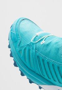 Dynafit - ALPINE PRO - Běžecké boty do terénu - silvretta/white - 5