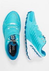 Dynafit - ALPINE PRO - Běžecké boty do terénu - silvretta/white - 1