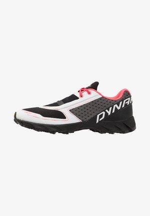 FELINE UP - Obuwie do biegania Szlak - white/fluo pink