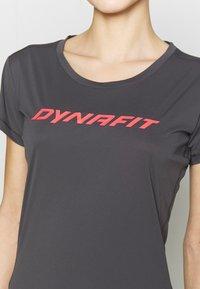 Dynafit - TRAVERSE TEE - Print T-shirt - magnet - 4