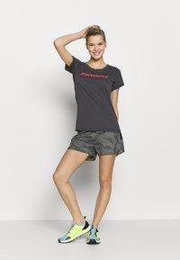 Dynafit - TRAVERSE TEE - Print T-shirt - magnet - 1