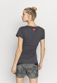 Dynafit - TRAVERSE TEE - Print T-shirt - magnet - 2