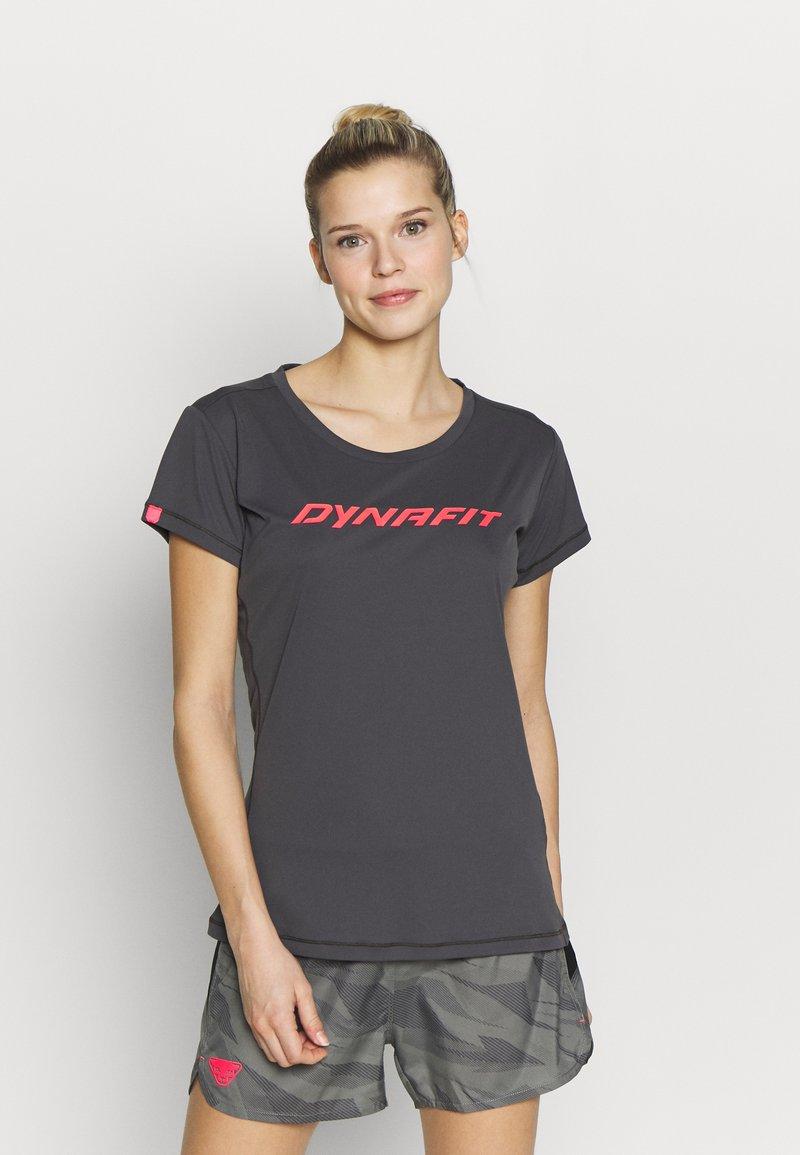 Dynafit - TRAVERSE TEE - Print T-shirt - magnet