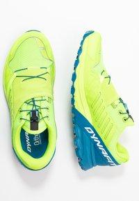 Dynafit - ALPINE PRO - Obuwie do biegania Szlak - fluo yellow/mykonos blue - 1