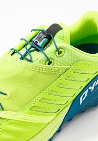 Dynafit - ALPINE PRO - Obuwie do biegania Szlak - fluo yellow/mykonos blue - 5