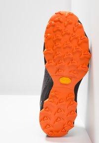Dynafit - FELINE UP - Chaussures de running - white/orange - 4