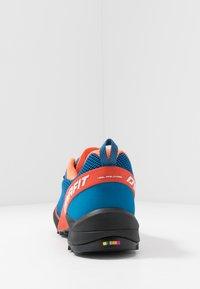 Dynafit - SPEED MTN - Běžecké boty do terénu - shocking orange/blue - 3
