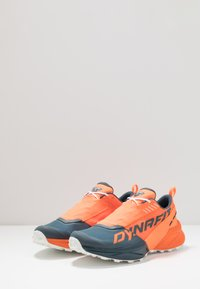 Dynafit - ULTRA 100 - Obuwie do biegania Szlak - shocking orange/orion blue - 2