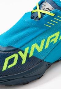 Dynafit - ULTRA 100 - Obuwie do biegania Szlak - poseidon/methyl blue - 5