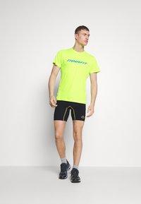 Dynafit - TRAVERSE TEE - T-Shirt print - fluo yellow - 1