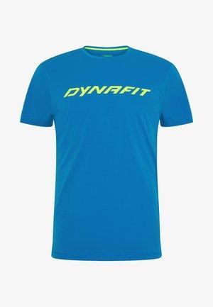 TRAVERSE TEE - T-shirt z nadrukiem - mykonos blue