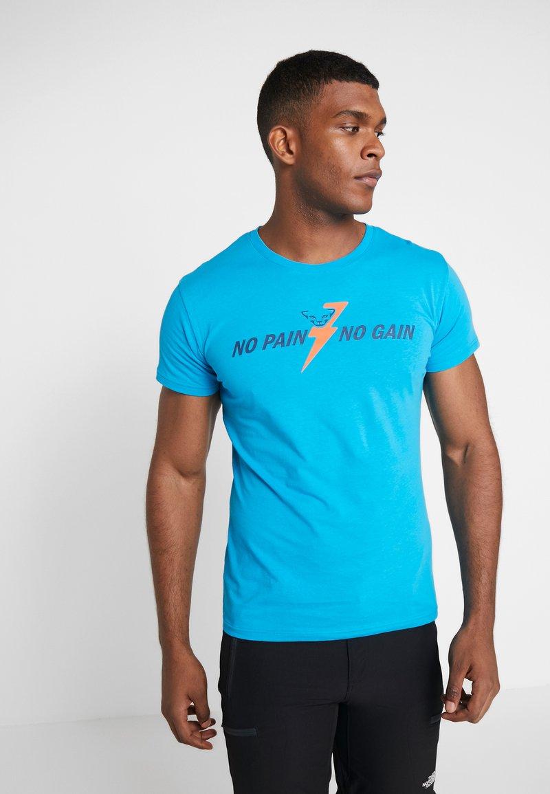 Dynafit - GRAPHIC TEE - T-shirts med print - methyl blue