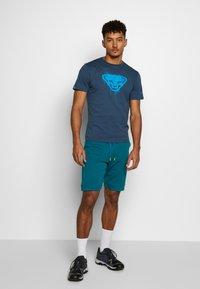 Dynafit - 24/7 TRACK - Pantalón corto de deporte - mykonos blue melange - 1