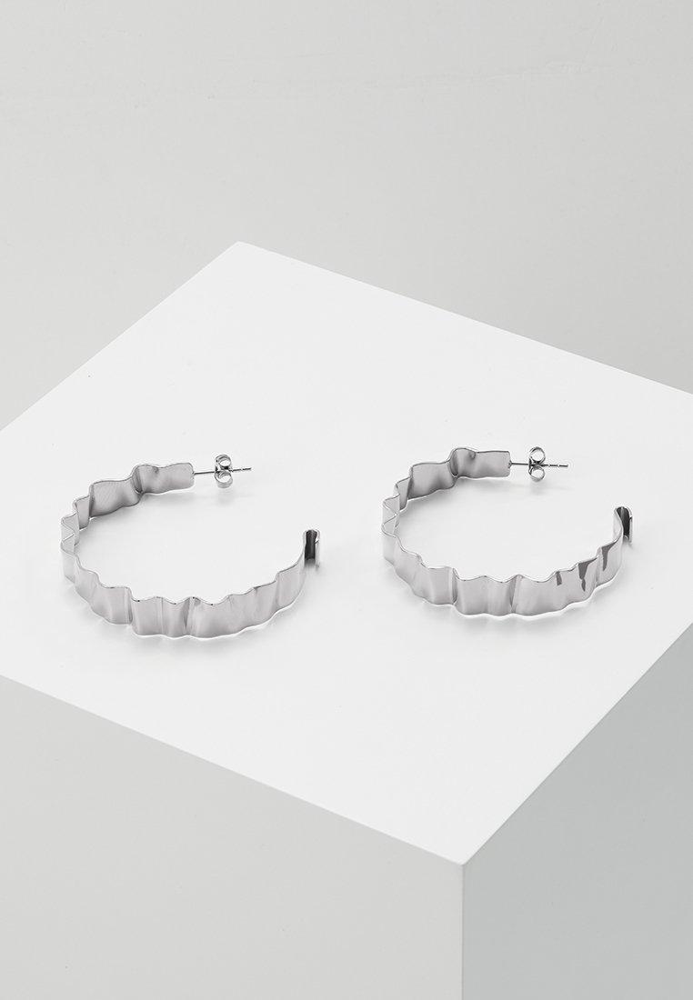 Dyrberg/Kern - ADORNIA SHINY  - Pendientes - shiny silver-coloured