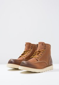 Eastland - LUMBER UP - Lace-up ankle boots - peanut - 2