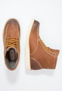 Eastland - LUMBER UP - Lace-up ankle boots - peanut - 1