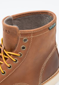 Eastland - LUMBER UP - Lace-up ankle boots - peanut - 5