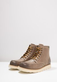 Eastland - LUMBER UP - Lace-up ankle boots - gray - 2