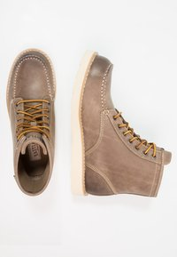 Eastland - LUMBER UP - Lace-up ankle boots - gray - 1