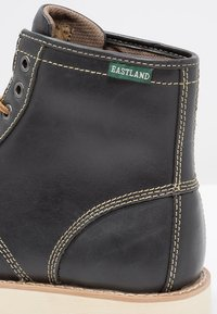Eastland - LUMBER UP - Lace-up ankle boots - navy - 5
