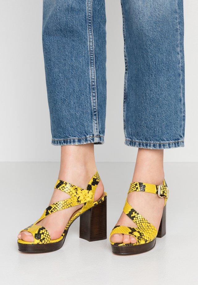 Sandaletter - amarillo