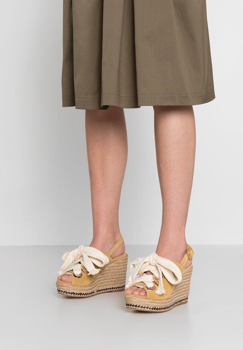 Élysèss - High Heel Sandalette - mostaza