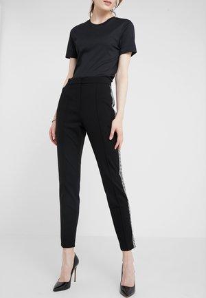 TAMIANNE - Pantaloni - black