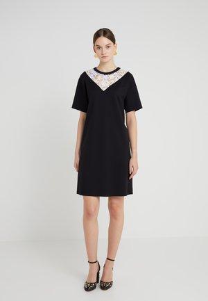 DYORE - Žerzejové šaty - black