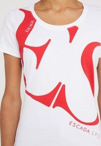 Escada Sport - ZALANDO X ESCADA SPORT - T-shirt con stampa - white with red print - 5