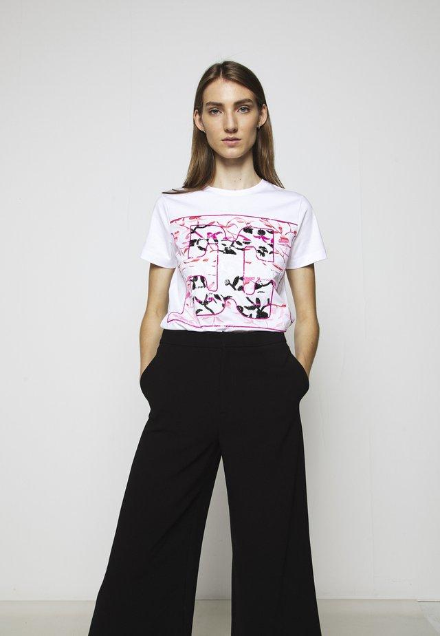 EKAPET - Print T-shirt - white