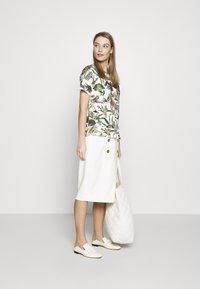 Escada - RIBA - Pouzdrová sukně - off-white - 1
