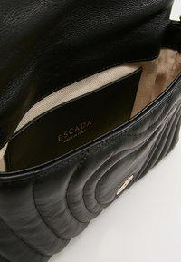 Escada - Taška spříčným popruhem - black - 4