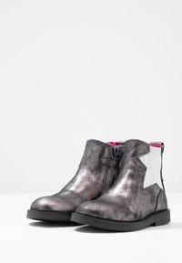 Shoesme - SILHOUET - Kotníkové boty - old silver - 3