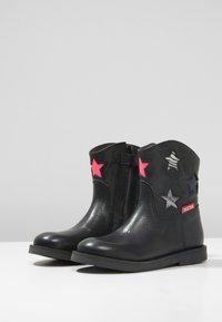 Shoesme - SILHOUET - Kotníkové boty - black/multi color - 3