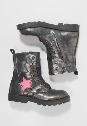TANK - Šněrovací vysoké boty - silver multi