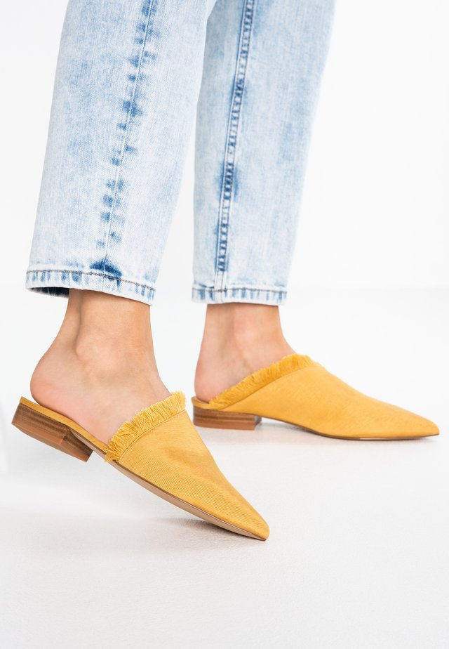 LEROY - Mules - canary yellow