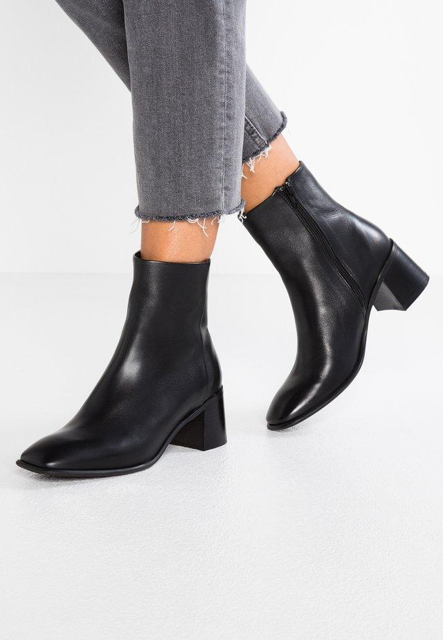 STINA - Støvletter - black