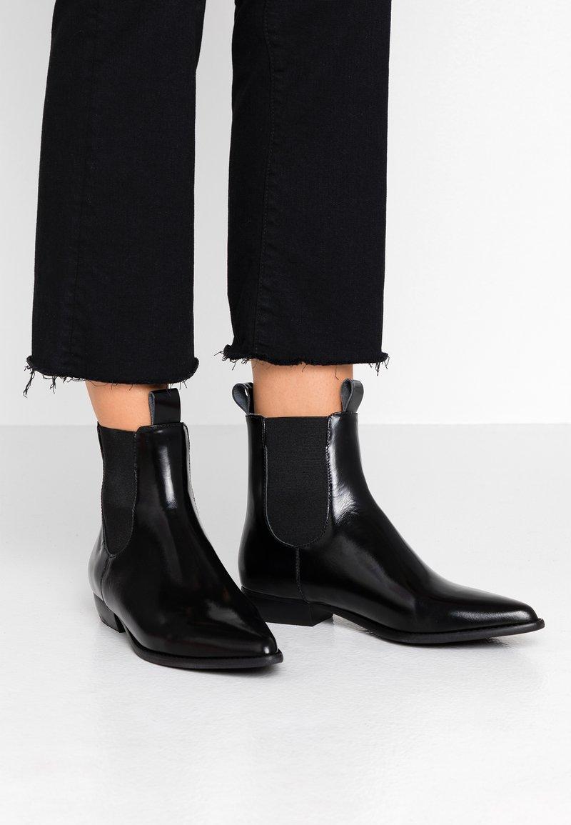 E8 BY MIISTA - CELINA - Stiefelette - black florentique