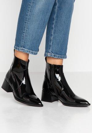 SANNI - Kotníkové boty - black