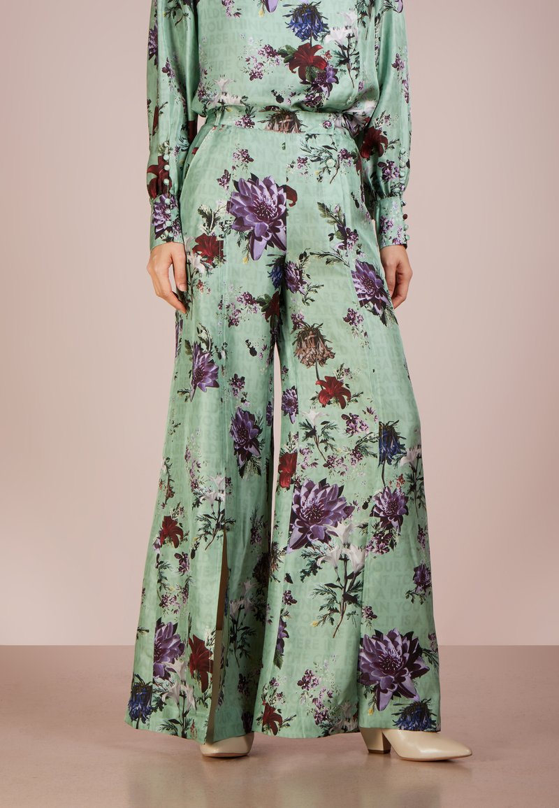 Each x Other - FLORAL PANTS - Trousers - green