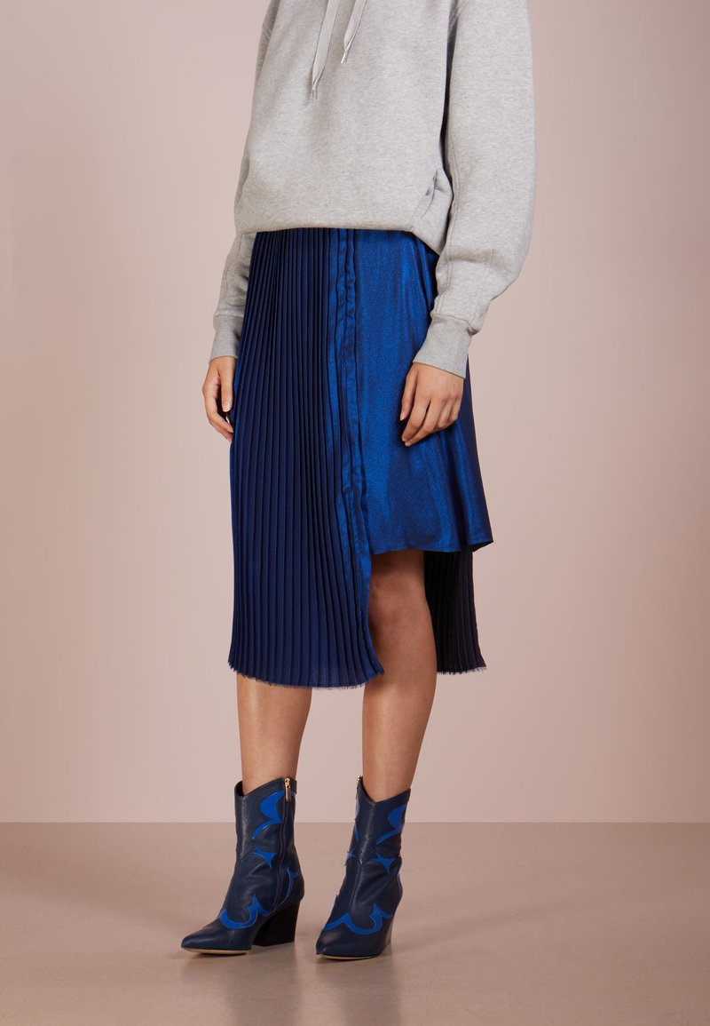 Each x Other - PLEATED METALLIC SKIRT - Pleated skirt - electric blue